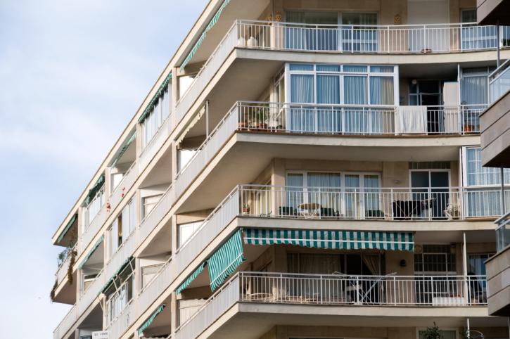 Balcone aggettante e incassato infiltrazioni e danni for Balconi condominio