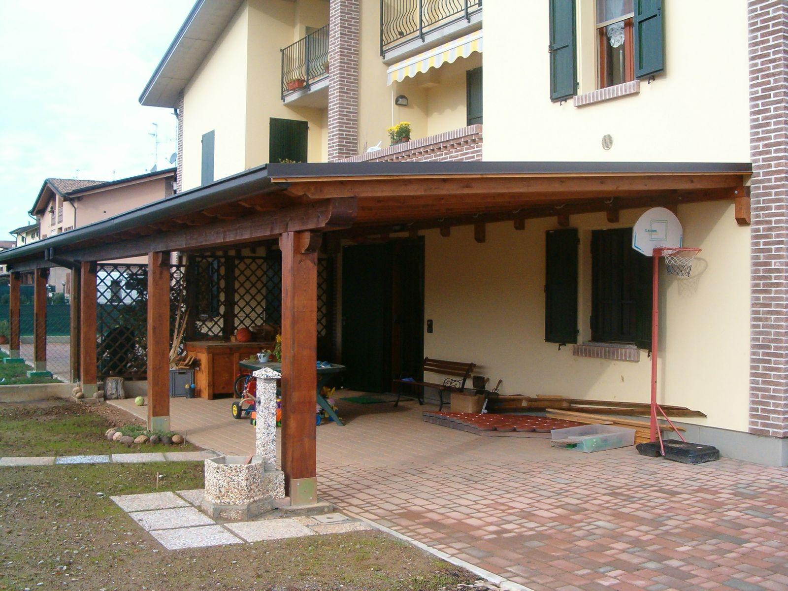 La tettoia che amplia l 39 edificio richiede il permesso a for Foto di portici per case
