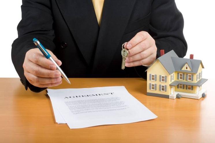 Contratto di locazione l erede non convivente non succede for Locatore e locatario