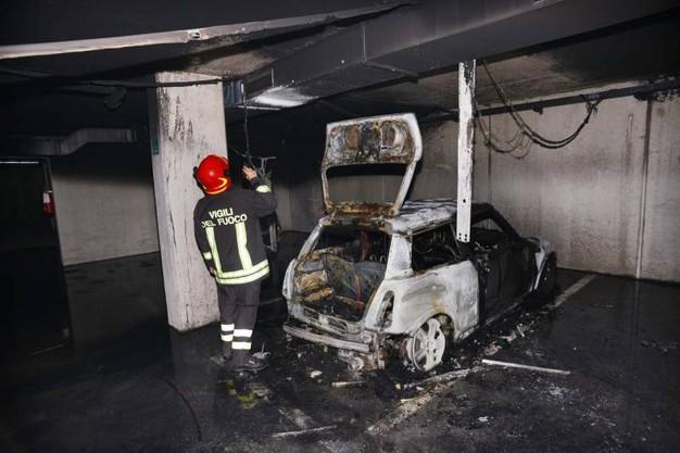 Auto nuova si incendia in garage per il risarcimento for Garage per 2 auto personalizzate